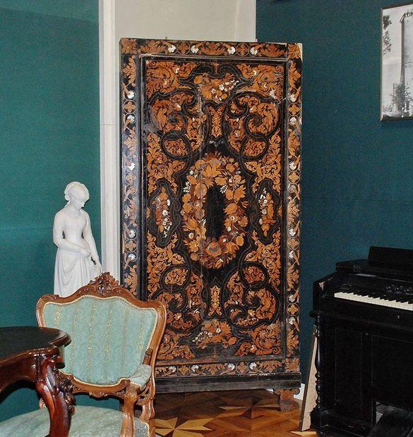 Черкаський краєзнавчий музей поповнився трьохсотрічною шафою (ФОТО)