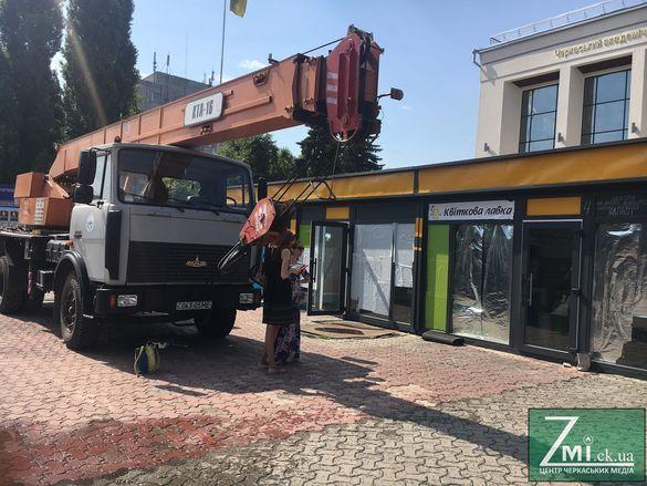 У Черкасах можуть оштрафувати водія за перевезення квіткових павільйонів