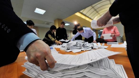 Суд відпустив членів виборчої комісії, які в 2015-му підробили результати виборів до Черкаської облради