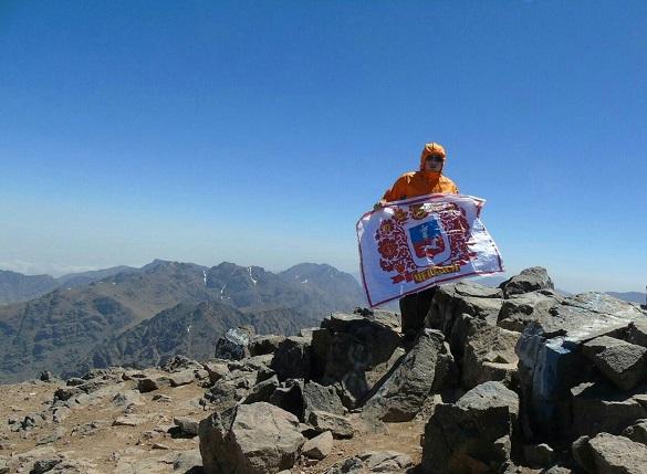 Прапор Черкас розгорнули на другій за висотою горі в Африці (ФОТО)