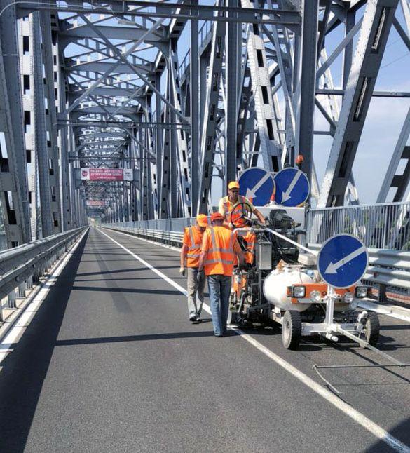 Черкащанам повідомили, чи закінчилися роботи із облаштування дорожньої розмітки на мосту через Дніпро