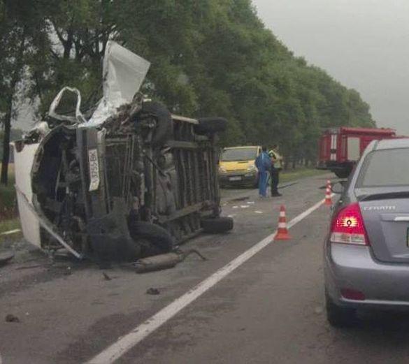 Жахлива аварія: на Київщині перекинувся черкаський автобус (ВІДЕО)