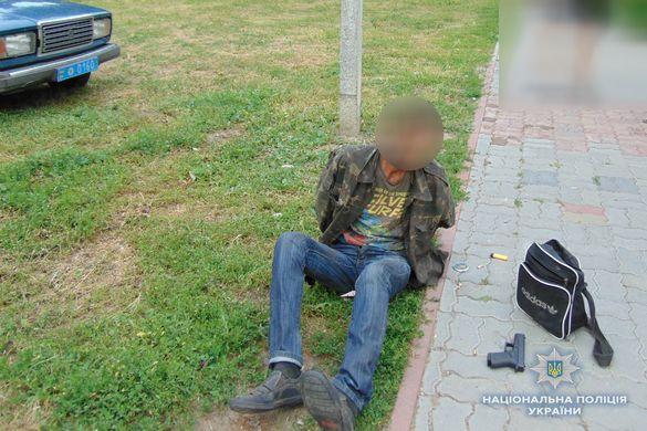 Чоловіки влаштували стрілянину в центрі одного з міст Черкащини (ВІДЕО)
