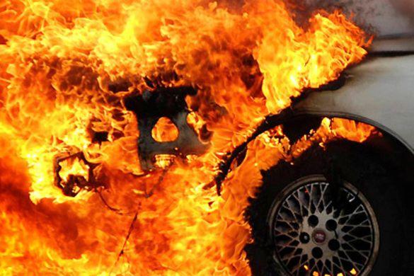 У черкащанина горіла машина під час стоянки (ФОТО)
