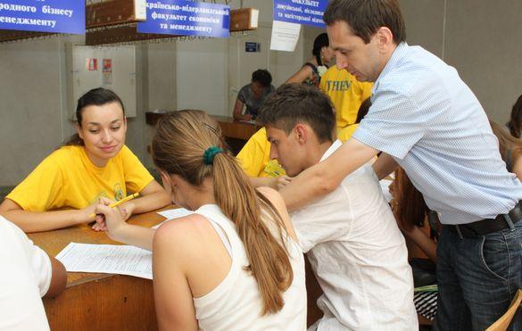 Черкаські дев'ятикласники подаватимуть документи на вступ у паперовій формі