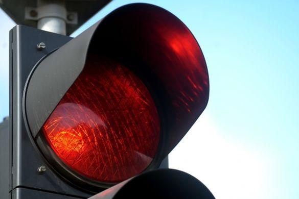 Проскочив на червоний: у Черкасах водій ледь не врізався в патрульну машину (фОТО)
