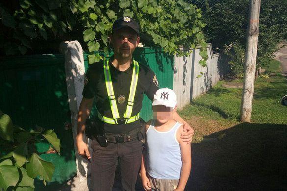 Черкаські патрульні повернули додому хлопчика, який загубився в місті (ФОТО)