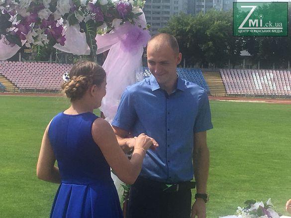 На Центральному стадіоні за добу одружилася 500-та пара черкащан (ФОТО)