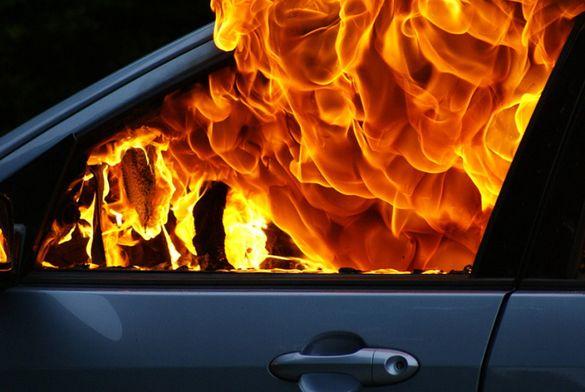 У Черкасах горіла автівка (ВІДЕО)