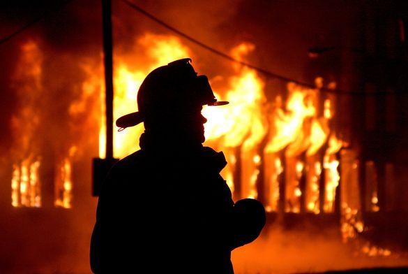 Рятувальники кілька годин гасили пожежу у надвірній споруді на Черкащині