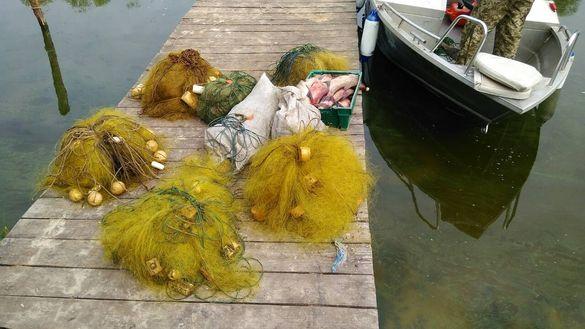 Сітки і ятері: черкащани продовжують ловити рибу в заборонених місцях (ФОТО)