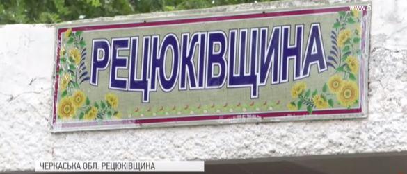 Через аварійну дорогу жителі одного з сіл Драбівщини залишилися без