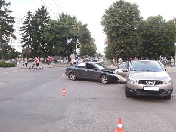 Докази свідків розходяться: у Черкасах сталася ДТП з постраждалими (ФОТО)