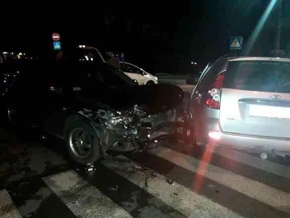 Потрощені автівки: вночі у Черкасах сталася ДТП (фотофакт)