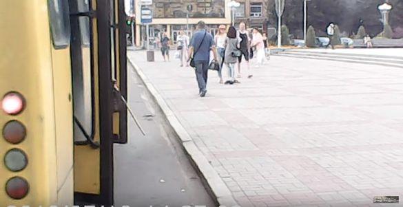 У мережі з`явилося відео, як черкаська маршрутка