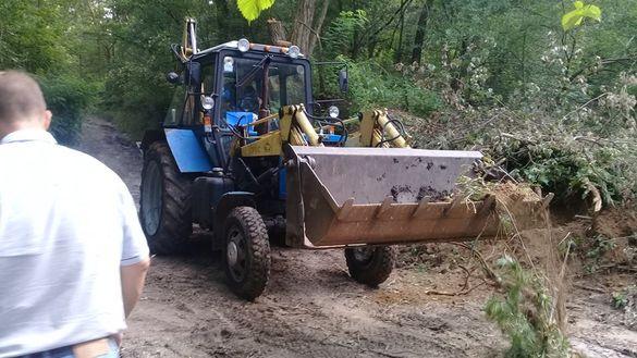 Затоплені поля та розмиті дороги: в одному з сіл Черкащини ліквідовують наслідки стихії (ВІДЕО)