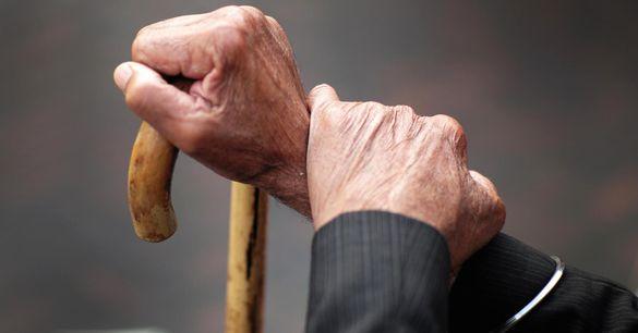 Шахрайка в білому халаті: на Черкащині невідома пограбувала пенсіонера