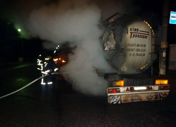 На Черкащині загорілася вантажівка із 22-ма тонами молока