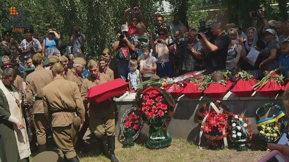 Урочисте перепоховання та реконструкція бою: на Тальнівщині вшанували пам`ять прикордонників (ФОТО)