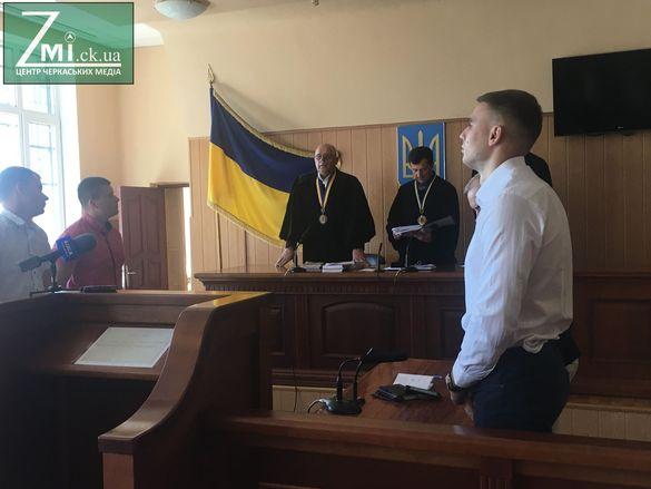 Батьки смертельно побитого біля нічного клубу черкащанина просять не саджати Новікова до в'язниці