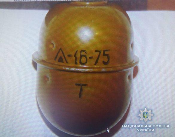 Іноземець-нелегал намагався продати вибухову зброю на Черкащині (ФОТО)