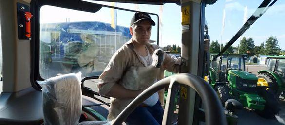 Танці з гусаком: організатори агровиставки в Черкасах зняли цікавий відеоролик (ВІДЕО)