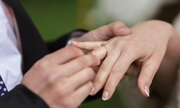 Гарна дата: у черкаському Палаці одружень весільний бум (ВІДЕО)
