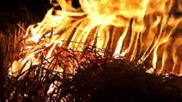 В Уманському районі невідомі підпалили тюки з соломою