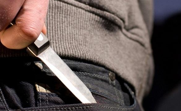 У Черкасах хуліган, діставши ножа, накинувся з погрозами на поліцейського