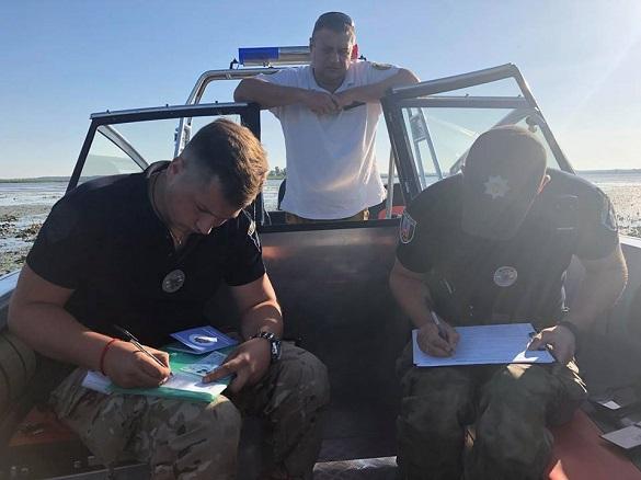 У Черкасах на Дніпрі ловлять п'яних судноводіїв (фотофакт)