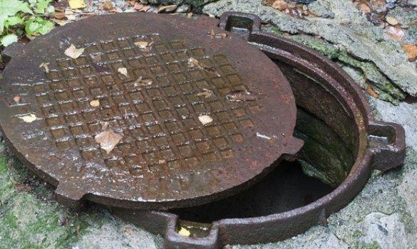 Черкаські рятувальники виявили тіло чоловіка в каналізації
