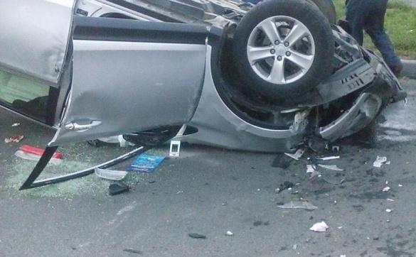 Перекинута, розбита автівка та діти в салоні: у Черкасах сталася жахлива ДТП (ФОТО)