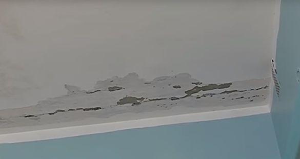 У черкаській лікарні протікає дах