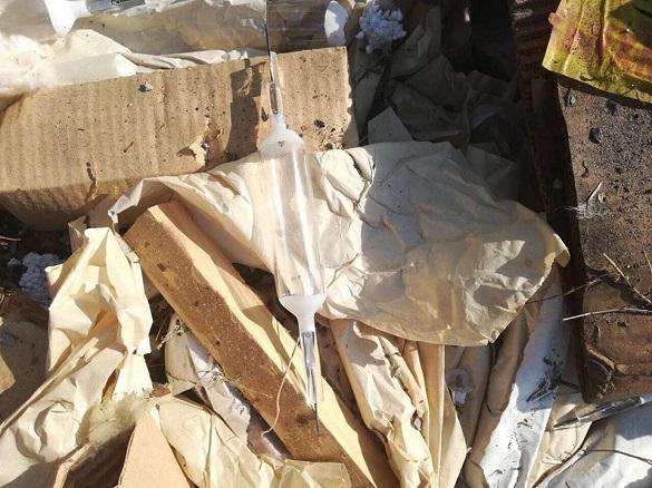 У Черкасах невідомі викинули на смітник ртутні лампи  (ФОТО)