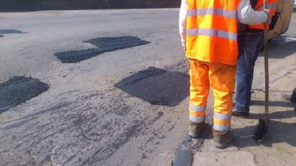 У Черкасах саботують ямковий ремонт доріг