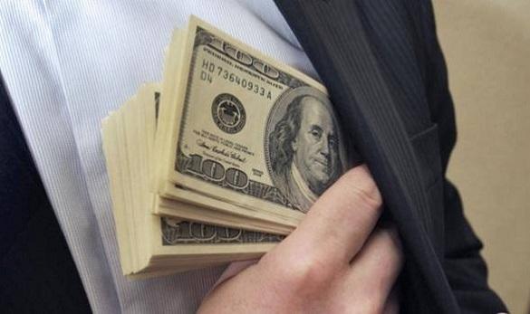 Начальнику Черкаського відділу поліції запропонували хабар у дві тисячі доларів, але передумали давати та зізналися