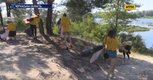 До Черкащини з`їхалися волонтери з усієї країни, аби прибрати сміття (ВІДЕО)