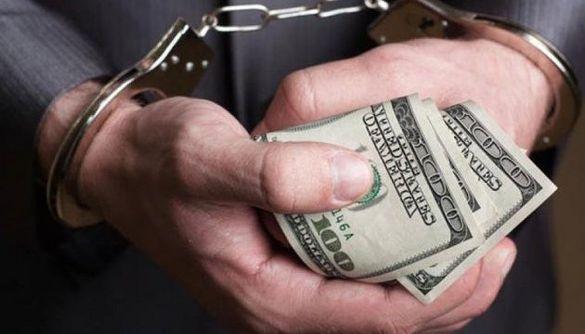 Черкащани пропонували неправомірну вигоду начальнику відділення поліції