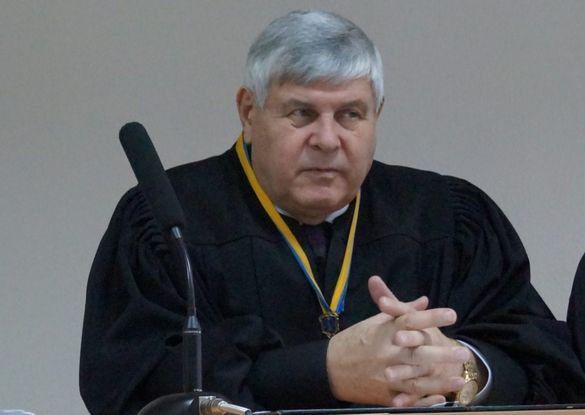 Черкаського суддю, якого затримали на хабарі, відсторонили від правосуддя