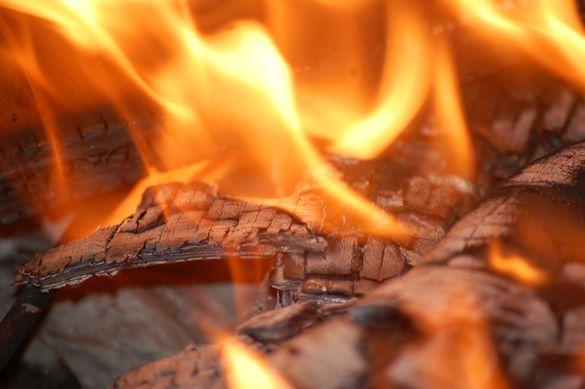 У Черкаській області спалахнула пожежа на пилорамі (ВІДЕО)