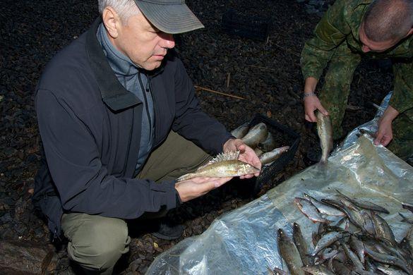 На Черкащині патрульні знайшли в браконьєрів рідкісний екземпляр риби (ФОТО)