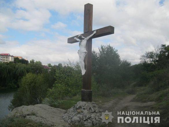 В Умані пошкодили розп'яття Ісуса Христа: відкрили кримінальне провадження (ФОТО)