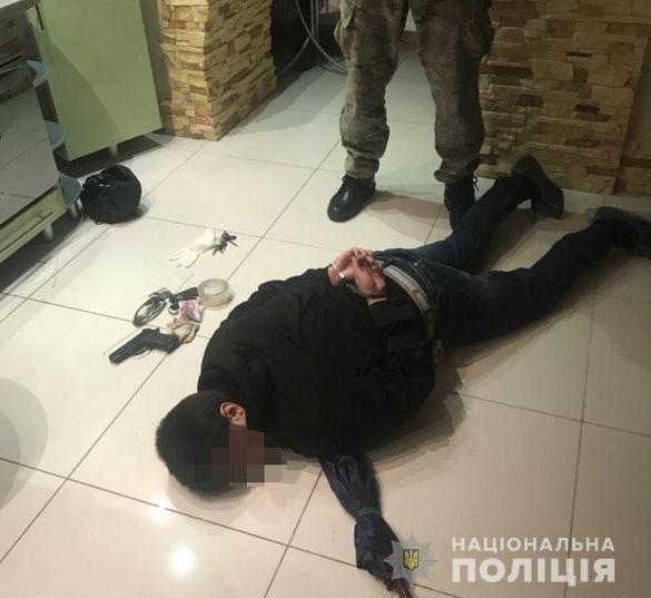 Поліція опублікувала відео затримання нападника на бізнесвумен із Черкас