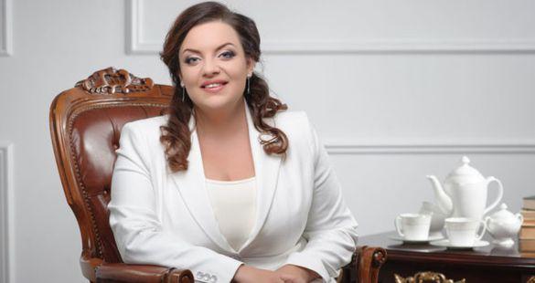 Відомий психолог із Черкас заспівала в супроводі оркестру на телевізійному проекті