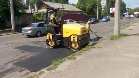 Черкаські комунальники продовжують прибирати місто