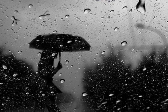 Сильний дощ, гроза та шквали: через негоду черкащан закликають бути обережними