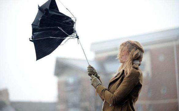 Вітер не стихає: на Черкащині оголосили штормове попередження