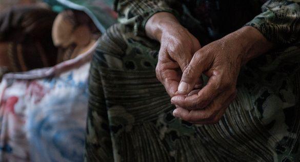 Три дні без їжі та води: у Черкасах патрульні врятували бабусю (ВІДЕО)