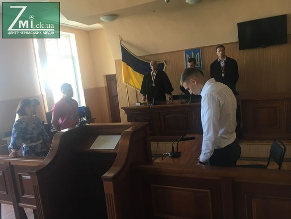 Вирок суду в справі Новікова, який смертельно побив черкащанина біля нічного клубу, оскаржуватимуть