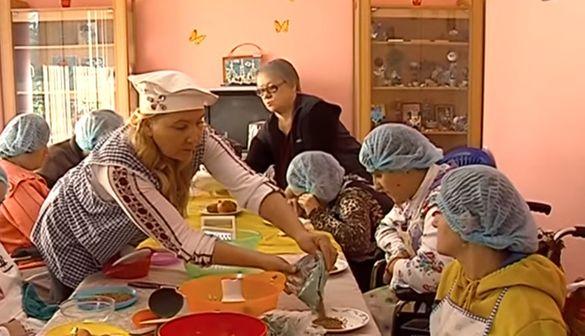 Ази кулінарії: у Черкасах для людей з інвалідністю організували незвичні курси (ВІДЕО)